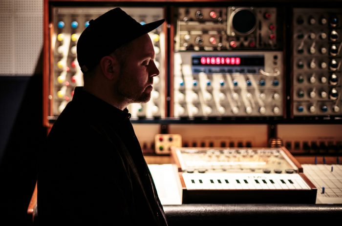 dj-shadow-press-photo-2016-billboard-1548