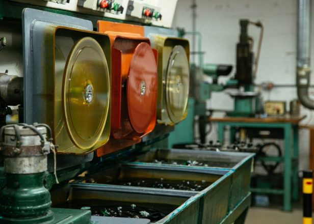 ©-The-Vinyl-Factory-Vinyl-Record-Pressing-Plant-London.-16-of-71-1006x665-616x440